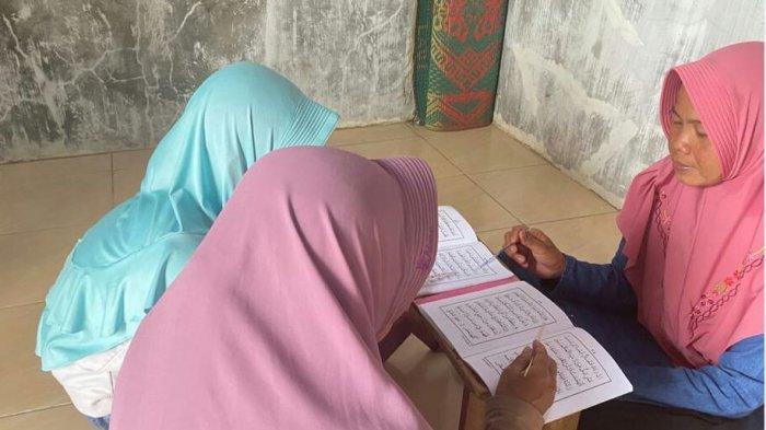 Kisah Rohyatun, Guru Ngaji di Kabupaten Tegal yang Ikhlas Mengajar Tanpa Mematok Bayaran