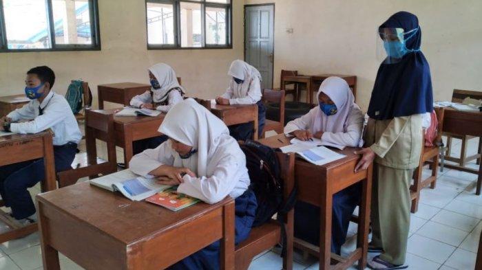 Jelang Tatap Muka, 1.500 Guru di Batang Bakal Divaksin Tahap Pertama
