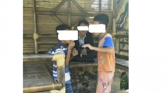 Diduga Sedang Mengajari Anak Merokok, Video Lelaki Ini Tersebar