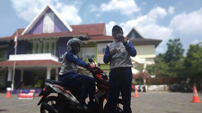 Gelar Training Safety Riding, Mahasiswa Undip Semarang Jadi Tahu Posisi Berkendara yang Benar