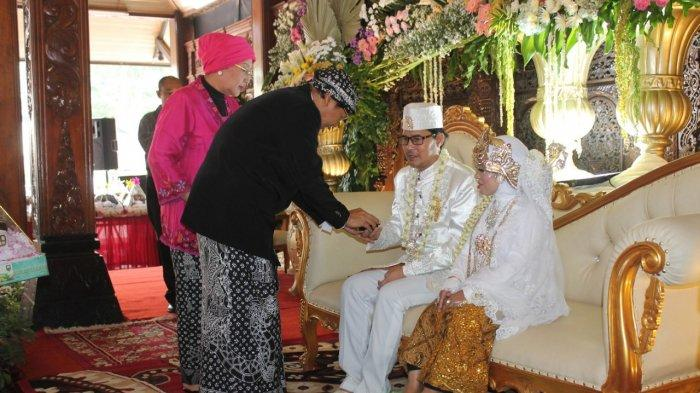Pesta Pernikahan Unik di Semarang, Duda dan Janda Ini Menikah di Rumah Dinas Bupati