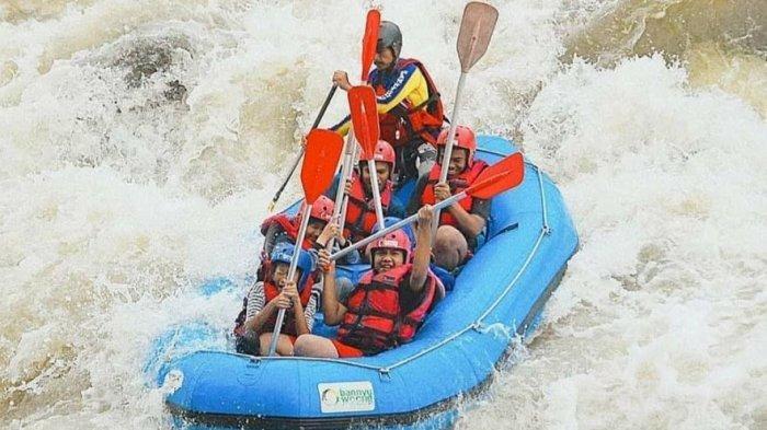 Penyelamat Warga Terjebak Banjir Sungai Serayu Ternyata Pelatih Federasi Arung Jeram Indonesia