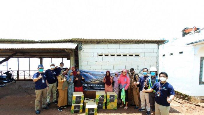 Jelang Ramadhan, PT KIT Batang Berbagi Paket Sembako Pada Warga Kurang Mampu