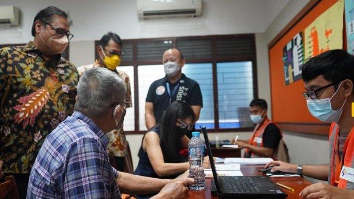 Menko Airlangga Apresiasi Program Vaksinasi Lansia oleh Lembaga Pendidikan