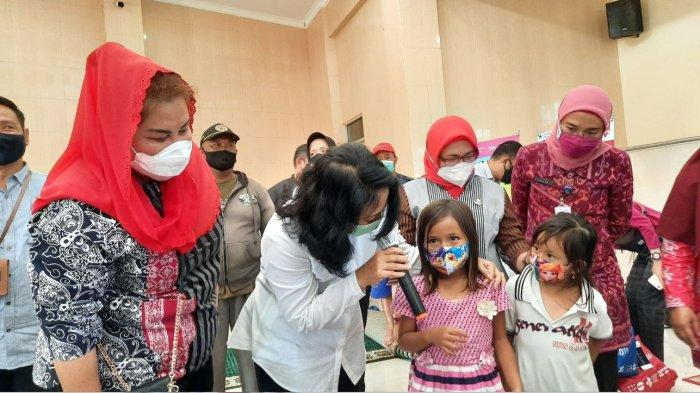 Menteri PPPA Tinjau Posko Banjir di Semarang, Pastikan Perempuan dan Anak Tercukupi Kebutuhannya