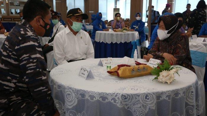 2 Menteri Temui Keluarga Korban KRI Nanggala 402, Risma Tampak Lelah