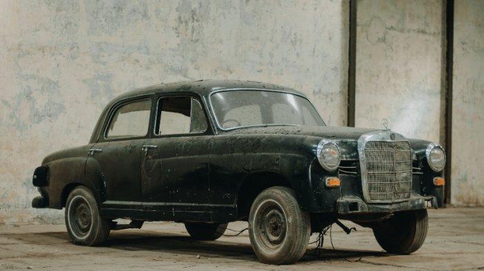 Mercedes Benz Ponton yang belum direstorasi. (Kuno ID)