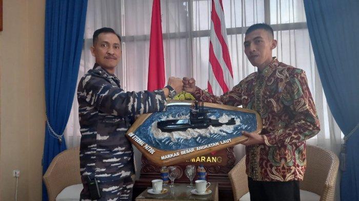 Miniatur KRI Nanggala-402 Karya Warga Grobogan Ini Akhirnya Diterima Pangkalan TNI AL Semarang