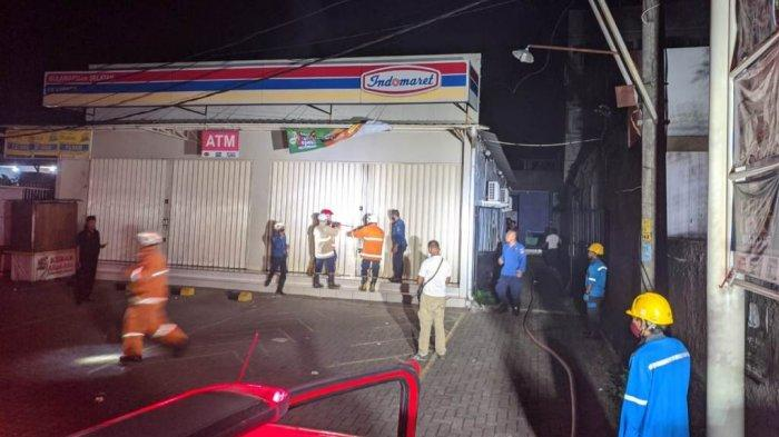 Minimarket di Tembalang, Kota Semarang yang terbakar, Selasa (11/5/2021) dini hari.
