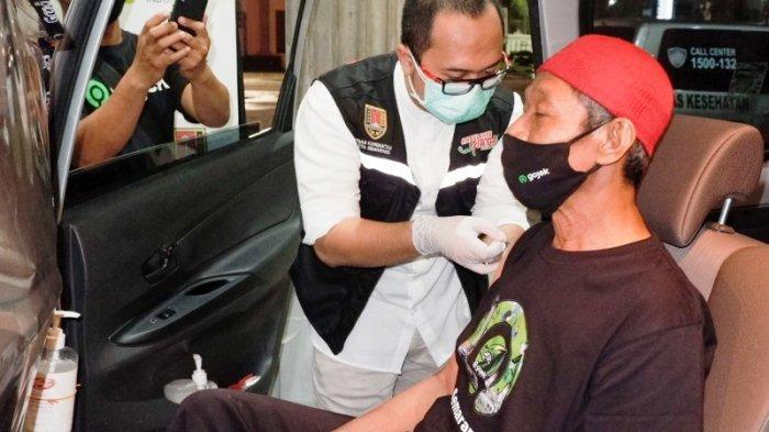 Dinkes Kota Semarang Beri Vaksin Kepada Mitra Ojek Online Lansia