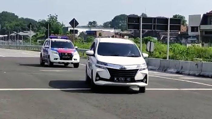 Mobil Avanza Putih Dikejar Polisi Gara-gara Terobos Penyekatan Mudik di Tol, Nyaris Tabrak Petugas