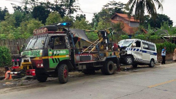 BREAKING NEWS: Ambulan Pembawa Jenazah Tabrak Tronton di Kemranjen Banyumas, Sopir Meninggal
