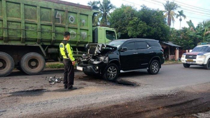 Bupati Mashuri Alami Kecelakaan Mobil, Berawal Truk Rem Mendadak Hindari Lubang