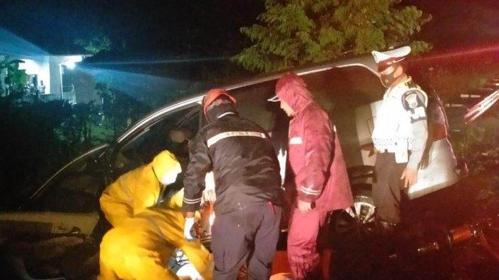 Mobil Innova bernomor polisi B 1193 BIU mengalami kecelakaan tunggal di KM 333+400 jalur A Tol Pemalang-Batang, tepatnya di Kecamatan Bojong, Kabupaten Pekalongan, Jawa Tengah, Senin (28/6/2021).