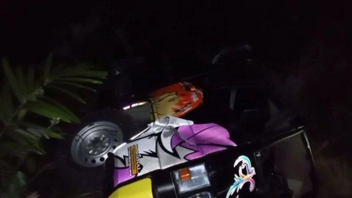 Terjadi Kecelakaan Mobil Hitam Nyemplung ke Jurang di Banjarnegara Malam Ini