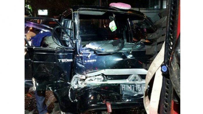 Mobil pikap yang terlibat kecelakaan engan angkot di Jalan Setia Budi, Srondol, Banyumanik, Kota Semarang, Rabu (3/3/2021) tengah malam.