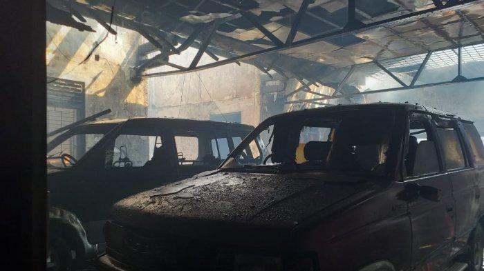 Garasi Toko Mas di Kota Tegal Terbakar, Dua Mobil Rusak Parah Dilalap Api