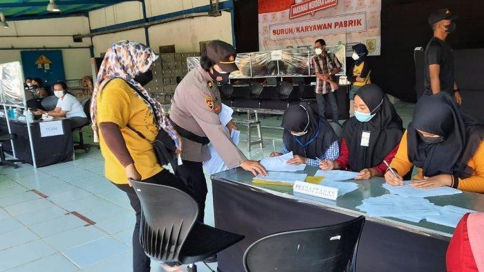 Jajaran Polres Wonogiri melakukan monitoring pelaksanaan vaksinasi Merdeka Candi, Minggu (22/8/2021).