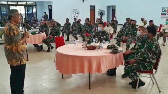 Motivator Nasional Dr Aqua Dwipayana Berikan Motivasi kepada Prajurit Korem 074 Warastratama