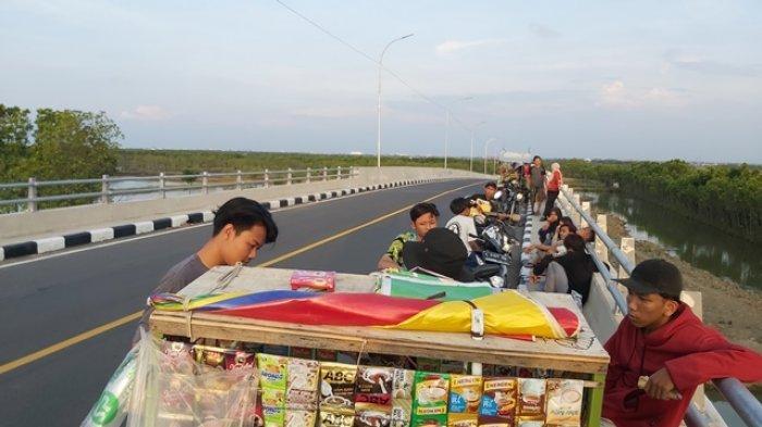 Jalan Lingkar Baru Brebes Tegal Jadi Tongkrongan Muda-mudi, Abaikan Prokes dan Keselamatan