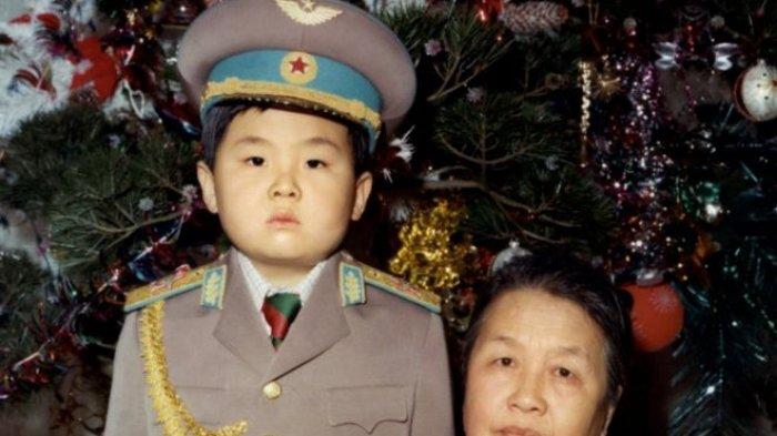 Seorang Wanita Membekap Wajah Kim Jong Nam Pakai Kain Beracun, Sengaja Dihabisi Korut?