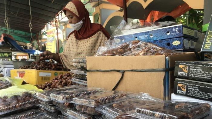 Memasuki Bulan Ramadhan, Penjual Buah Kurma Alami Peningkatan Penjualan