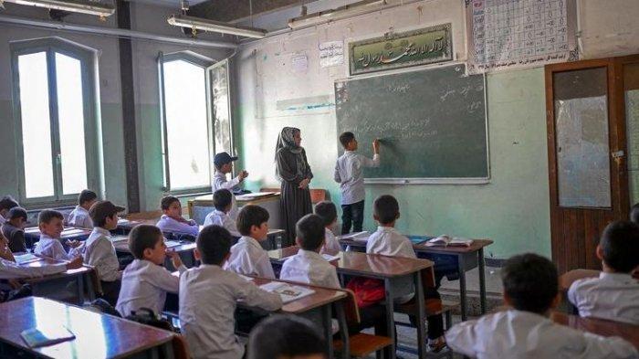 Sekolah di Afghanistan Sudah Dibuka Kembali, Tapi Tidak untuk Murid Perempuan