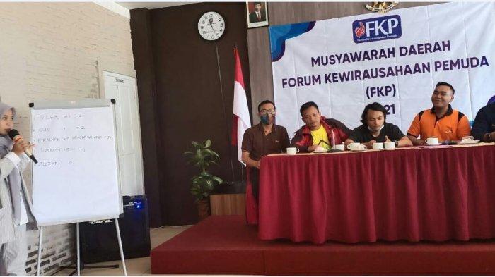 Musyawarah Daerah Forum Kewirausahaan Pemuda (FKP) Kabupaten Tegal, di Ball Room Grand Dian Hotel Guci pada Minggu (17/1/2021).