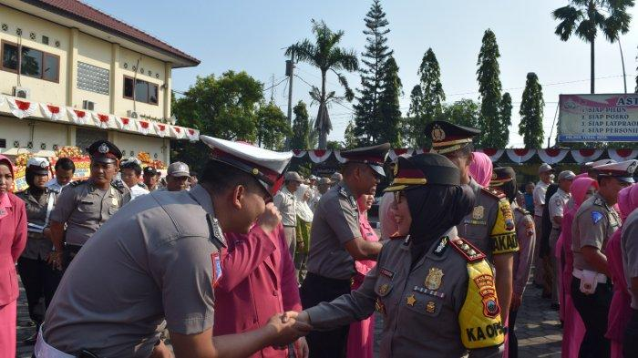 56 Anggota Polres Tegal Kota Naik Pangkat, AKBP Rondhijah: Gunakan Pangkat Baru Secara Profesional