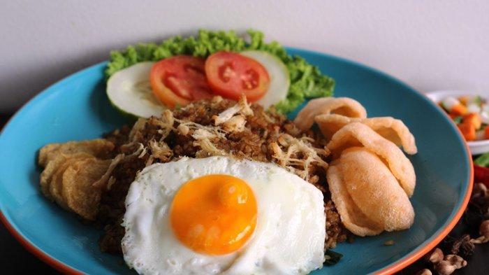 Yuk Nikmati Nasi Goreng Idaman Hotel Santika Pekalongan, Menu Populer Pakai Topping Komplet
