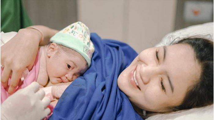 Selamat, Nella Kharisma Melahirkan Anak Pertama di Solo dengan Normal