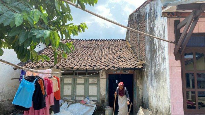 Viral Nenek Murah Tinggal Sendiri di Rumah Reyot di Tegal, Kemensos Siapkan Bedah Rumah
