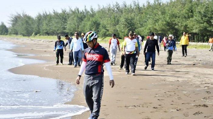 Bupati Wihaji Ajak Masyarakat Rasakan Sensasi Ngontel Go To Pantai Sigandu