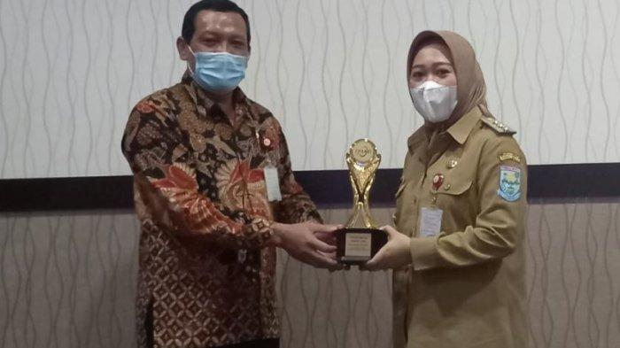 Bukti Komitmen Pemkab Purbalingga Dorong Sektor UMKM, Bupati Terima Penghargaan TPAKD Award 2020