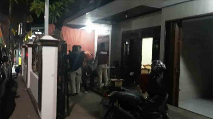 Tetangga Mengaku Lihat Ada Pria Bermotor Menggedor Gerbang Rumah Joko
