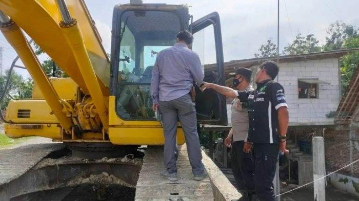 Monitor Excavator Pekerjaan Proyek Jembatan Ganefo, Tangen Sragen Raib Digondol Maling