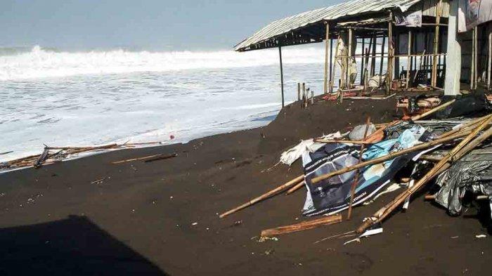 FOTO-FOTO Kerusakan Pantai Diterjang Gelombang Tinggi Laut Selatan