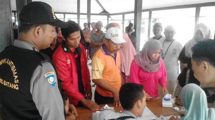 Polsek Batang Lakukan Pengamanan Operasi Pasar Gas LPG 3 Kg