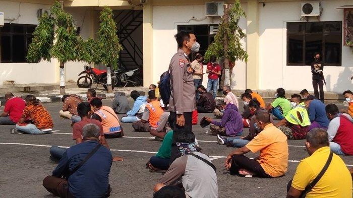 Operasi premanisme yang dilaksanakan Polrestabes Semarang. Mereka dikumpulkan di lapangan Polrestabes Semarang diberikan pengarahan dan himbauan. Namun bagi pelaku yang melakukan tindak pidana akan diproses hukum.