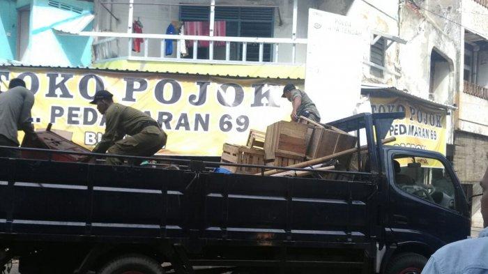 Ganggu Pembangunan Pasar, Pedagang di Sekitar Pasar Kanjengan Semarang Dirazia
