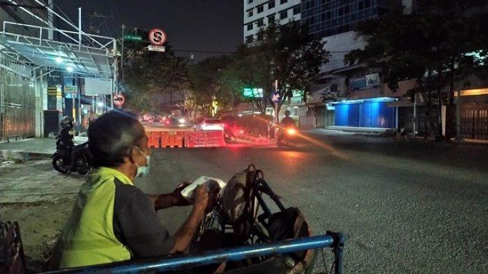 Kisah Tukang Becak di Semarang saat PPKM, 2 Minggu Tak Ada Penumpang, Hidup di Tangan Para Dermawan
