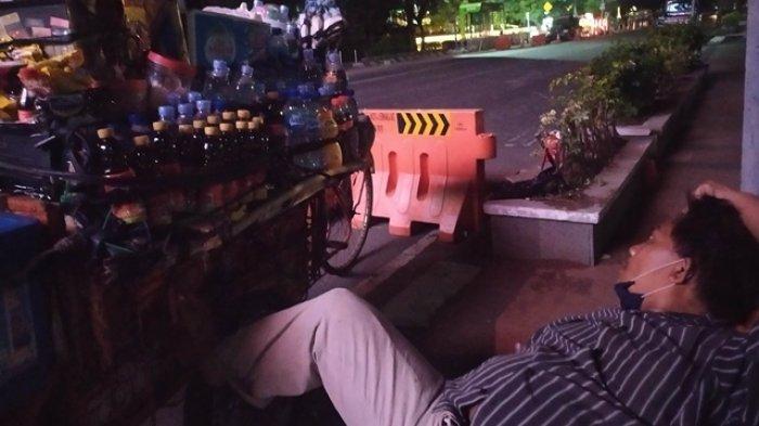 Pak Tadi Penjual Minuman Gerobak, Tetap Jualan saat PPKM Darurat: Kalau di Rumah Badan Pegal-Pegal
