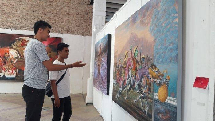 Budi Takjub Saksikan Lukisan 'Bertahan dari Rob', Pameran Seni Unnes di Kota Lama Semarang