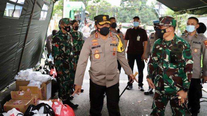 Pangdam dan Kapolda Barengan Bagi Takjil di Kota Semarang