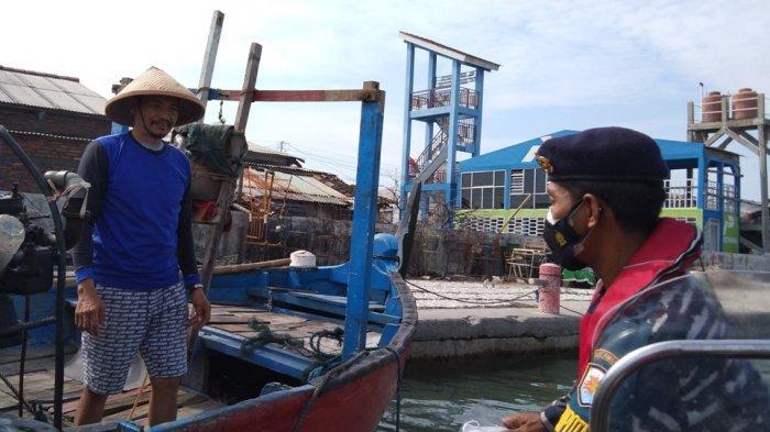 TNI AL Jemput Nelayan Semarang yang Sedang Melaut untuk Disuntik Vaksin