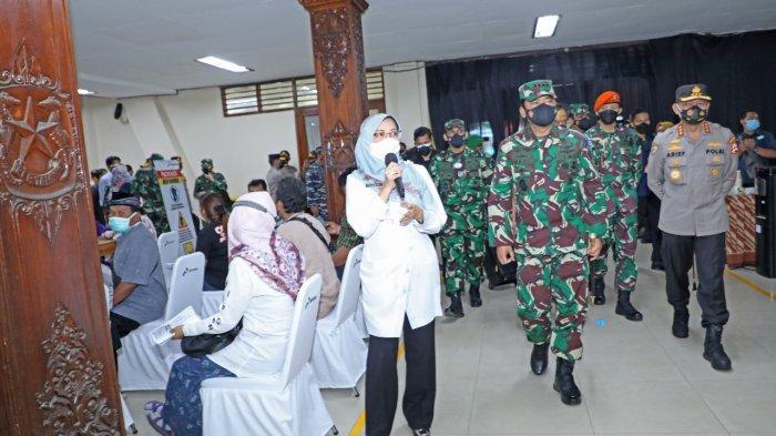 Kepala Dinas Kesehatan Kabupaten Cilacap, dr. Pramesti Griana Dewi mengungkapkan vaksinasi massal ini sebagai upaya percepatan pencapaian target vaksinasi di Kabupaten Cilacap.
