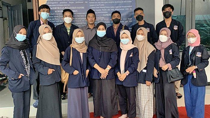 Himpunan Mahasiswa Farmasi Universitas Harapan Bangsa Beri Penyuluhan dan Santunan