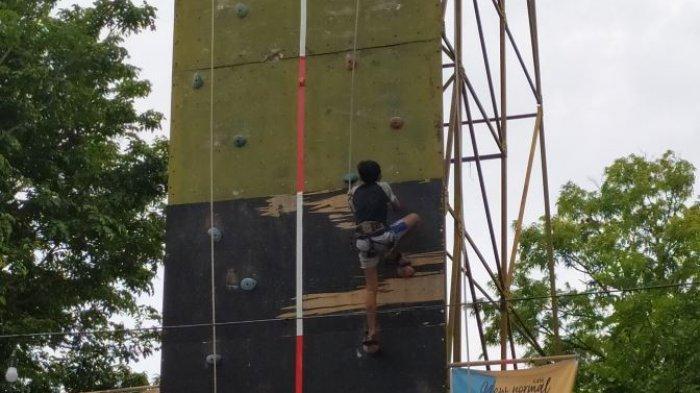 Kejuaraan lokal panjat tebing di wall climbing Pujasera Karanganyar, Sabtu (12/12/2020).