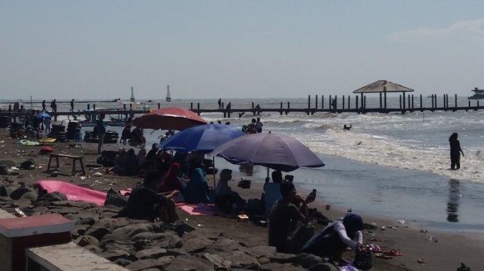 Kumuh, Pantai Alam Indah Tegal Tetap Ramai Pengunjung