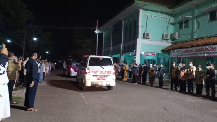 Isak Tangis dan Takbir Warnai Penghormatan Terakhir kepada Nakes RSUD Karanganyar dr Sutiyono